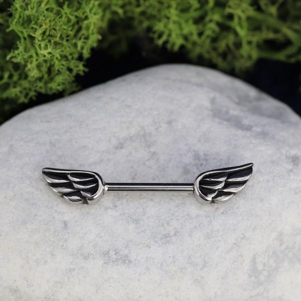 Brustpiercing mit Flügeldesign