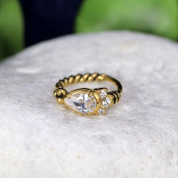 Clicker mit großen Glitzersteinen und gekordeltem Ring Gold
