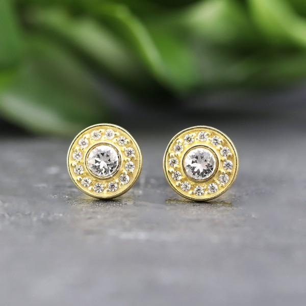 Goldene Ohrringe mit Zirkoniasteinen