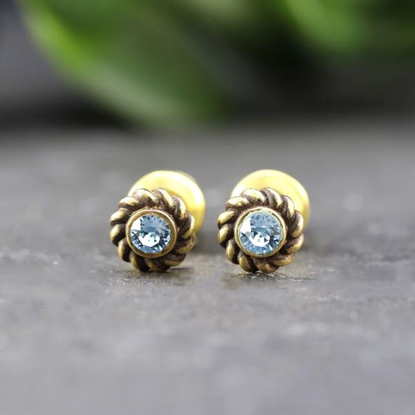Goldene Ohrringe in Ornamentoptik mit Swarovskisteinen